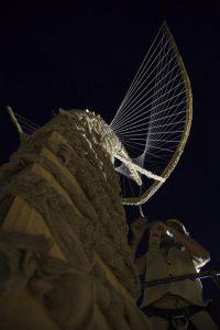 midbern-מידברן בנית מיצב בלילה