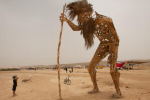 midbern-מידברן איש ענק עם מקל