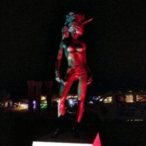פסלים במידברן פסל מוכן בלילה