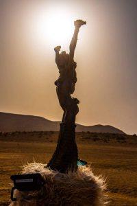 פסלים במידברן בשקיעה