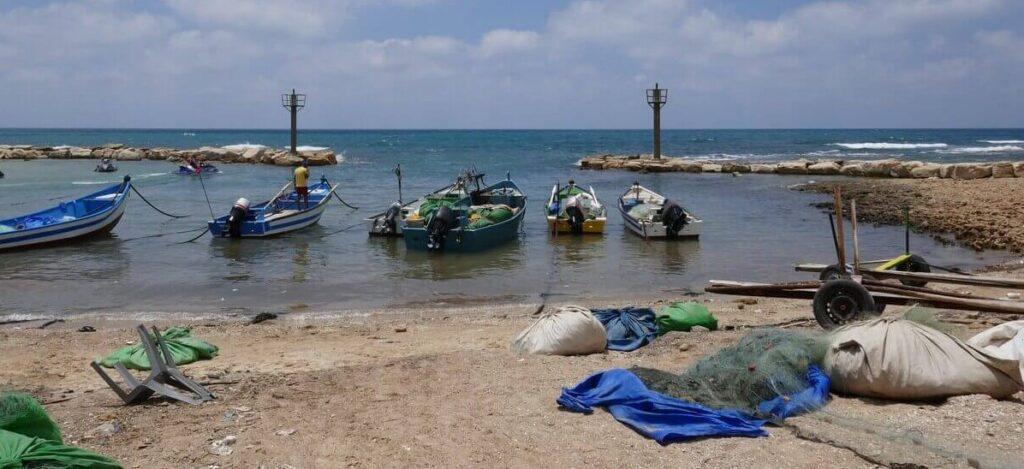 מקומות לטיולים, מטיילים בשבת, ג'סר א-זרקא כפר ציורי וחוף ים קרוב למרכז