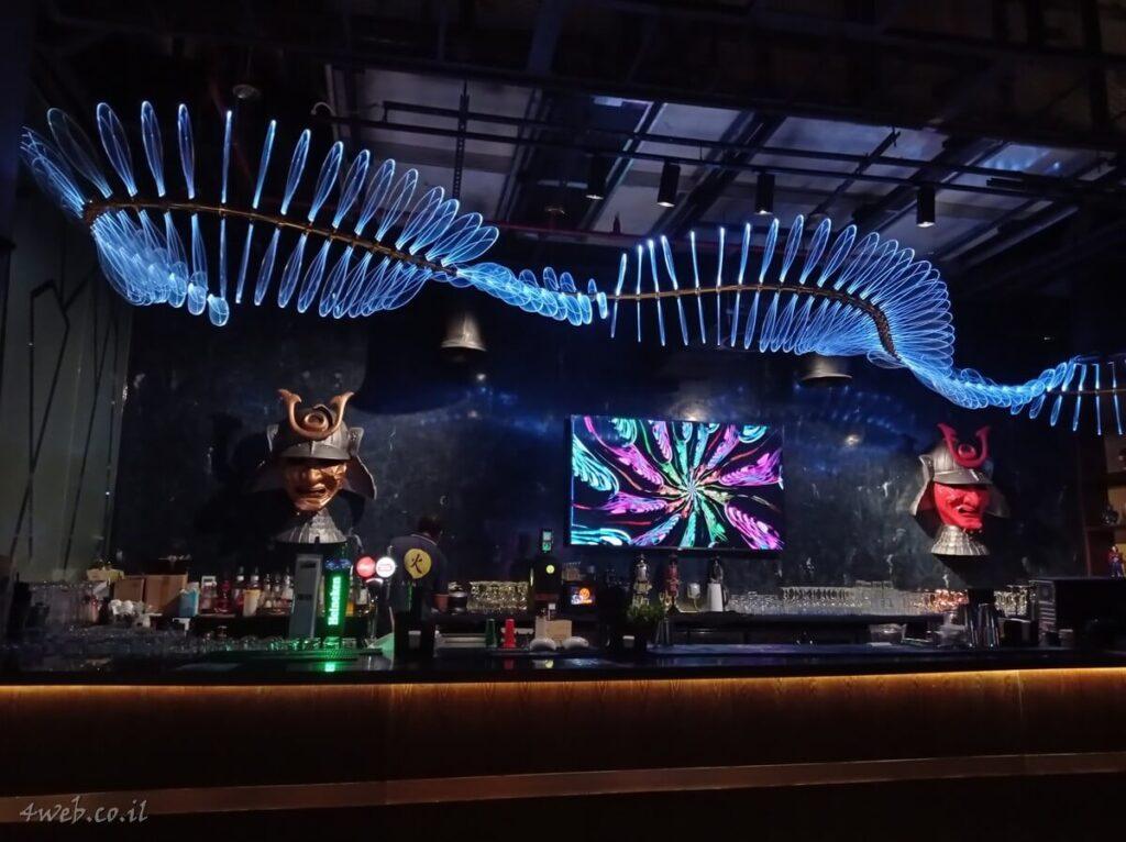 גם בתקופת קורונה יש חיי לילה בדובאי. ברים מסעדות הופעות