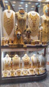 gold souk שוק הזהב. באותו האזור יש שוק זהב, שוק תבלינים, שוק בשמים