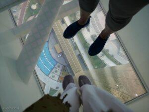 דובאי פריים, רצפת זכוכית. אפשר לראות את הנוף מגובה 180 מטר