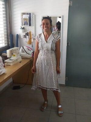 שמלה מחמיאה מתוצרת מעצב מקומי