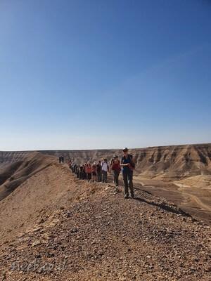 מסלול טיול בנחל פרס, הולכים על גבי הרכס
