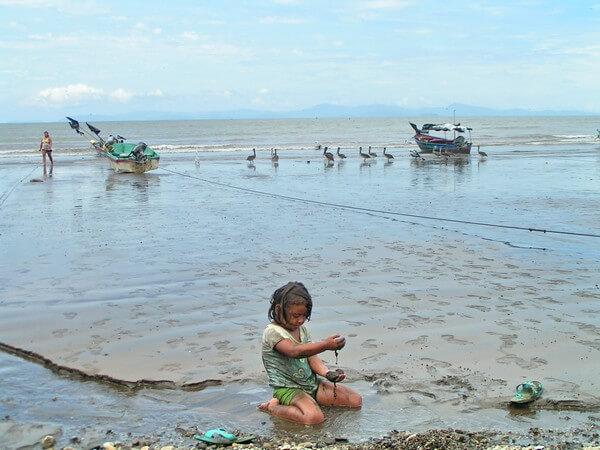 חוף ים בקוסטה ריקה. להכיר את החיים בעיירת דייגים