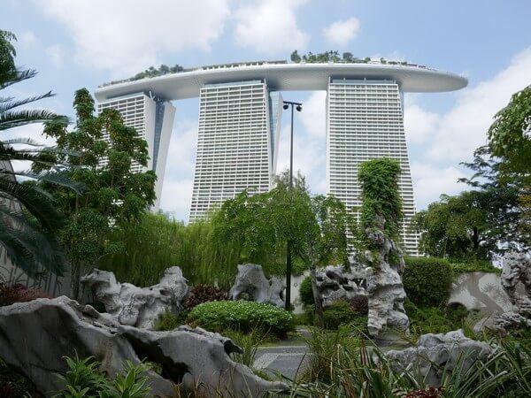 מלון יוקרה בסינגפור, מציע תצפית על העיר, ובריכה.