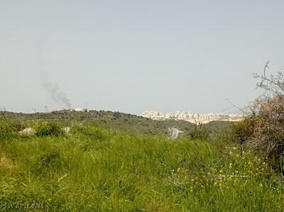 נוף שנשקף מגבעת התורמוסים - תל שוכה לעבר עמק האלה ואזור תעשיה בית שמש
