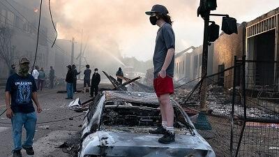 """במהומות שהתלקחו ברחבי ארה""""ב לקחו חלק מעל 70,000 אנשים"""